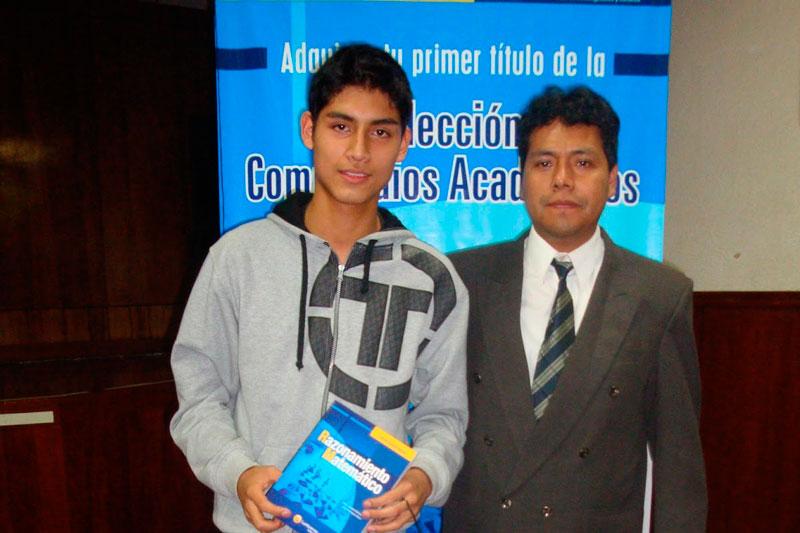 GANADOR. Estudiante se llevó gratis un ejemplar del Compendio de Razonamiento Matemático.